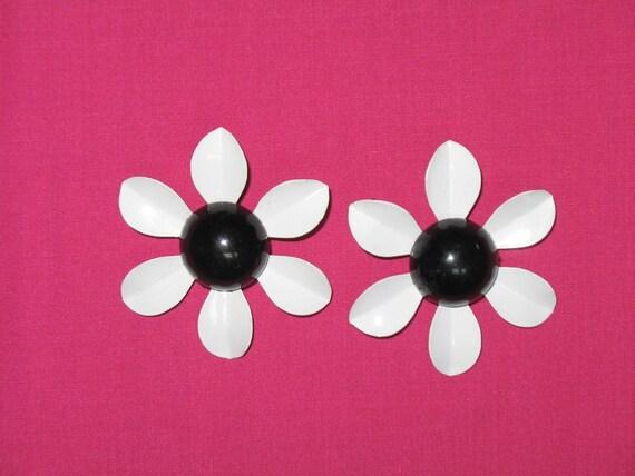 Flower Power Daisy Earrings