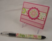 Post-it note holder with beaded pen - floral gift set in fuchsia, pink, aqua, and green