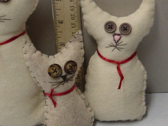 HALF PRICE SALE / Set of 3 stuffed folk art kittens/ plush cats / handstitched / kitty collector / instant collection