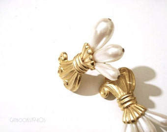 Vintage Faux Pearl Statement Earrings // Large Clip-On Pearl Earrings Wheat Sheath Motif