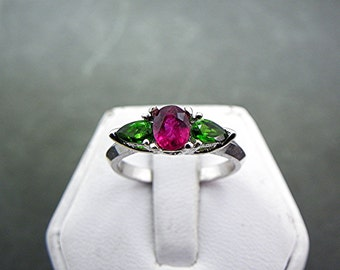 Stunning AAA .86 ct Vivid red Natural Ruby 14k white gold ring flanked with two  .30carat pear shape Chrome Diopside 1039