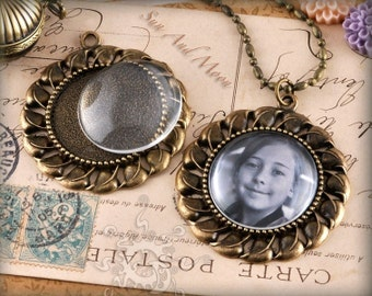 Vintage Flower Setting Pack - 10 Blank Setting, 10 GLASS Domes, 10 Necklaces - Antiqued Bronze Brass Cabochon Setting Pendant Trays - VFS