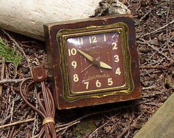 Sweetest Vintage ELECTRIC CLOCK, Telechron, wood, metal, working, classic