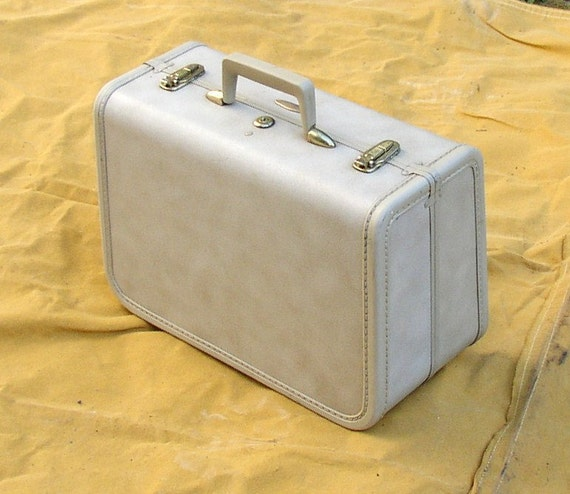 VINTAGE SUITCASE. LUGGAGE, weekender, carry-on, gorgeous interior, Taperlite, train case, taupe