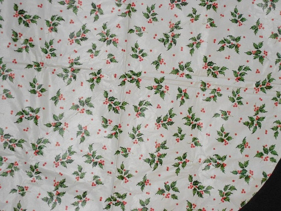 "HOLLYDAY BERRIES TABLECLOTH, vintage, vinyl, very pretty, Round 60"", Christmas, holiday, winter"