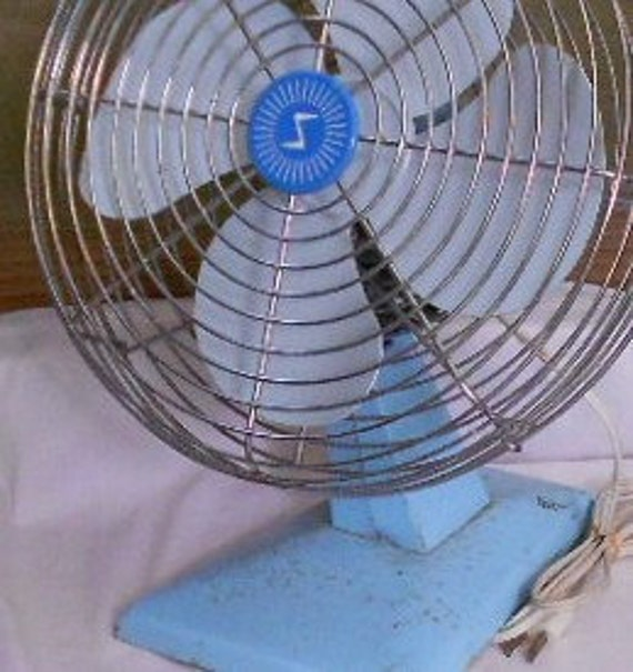 Vintage ELECTRIC FAN, Baby Blue, METAL, shabby chic, cottage decor, working order