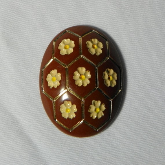 Vintage Carnelian 39x30mm Yellow Flower Gold Honeycomb Lucite Oval Cabochon (1)