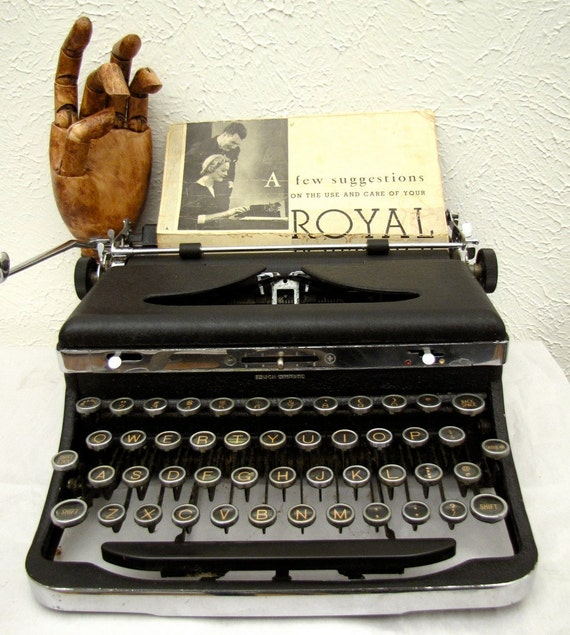 Vintage Royal Typewriter De Luxe 1930s Portable with original wooden case glass keys DeLuxe