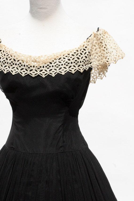 Black Chiffon & Cotton Embroidery Lace Evening Dress