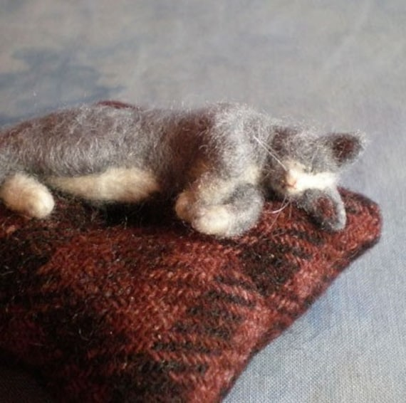 CUSTOM DEPOSIT LISTING for a needle felted KITTY PINCUSHION (93010)