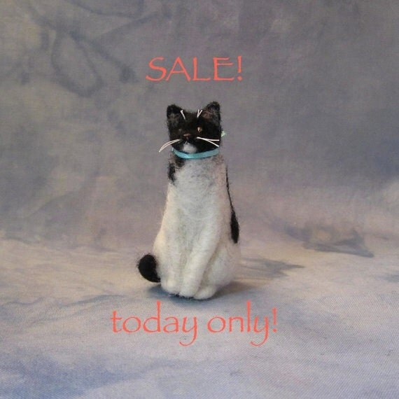 READY FOR ADOPTION Needle-Felted Sitting Kitty with aqua bow (51512b)