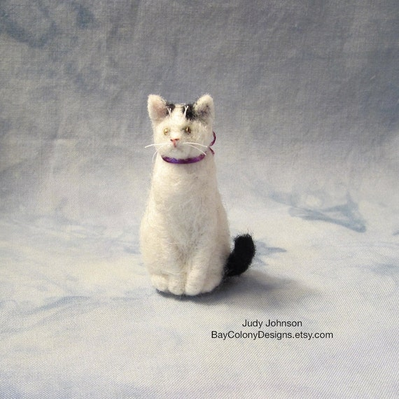 READY FOR ADOPTION Needle-Felted Sitting Kitty with purple bow (6712a)