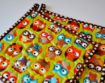 Bright Owls Quilted Potholders, Fabric Hotpads, Set of 2 potholders