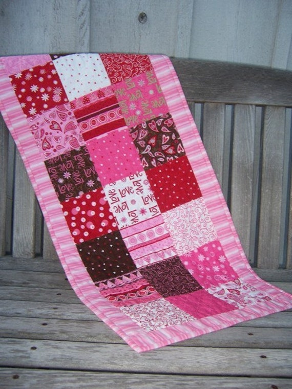 Love is in the Air Tablerunner