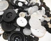 100 Multi Sizes Round Buttons Tuxedo