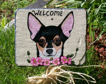 Chihuahua (tri-colored) Dog Garden Welcome Slate