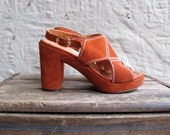 vintage 1970s RUST suede platforms 6 // cutout sling back sandals