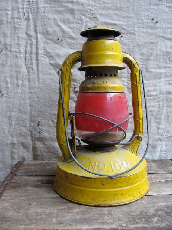 antique c. early 1900s kerosene lantern // Deitz no. 100 BG&E