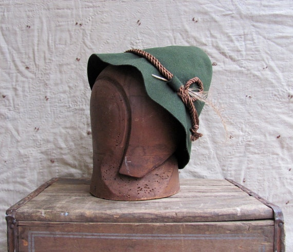 SALE // vintage c. 1950s green wool felt pointed ELF hat with feather // German folk costume