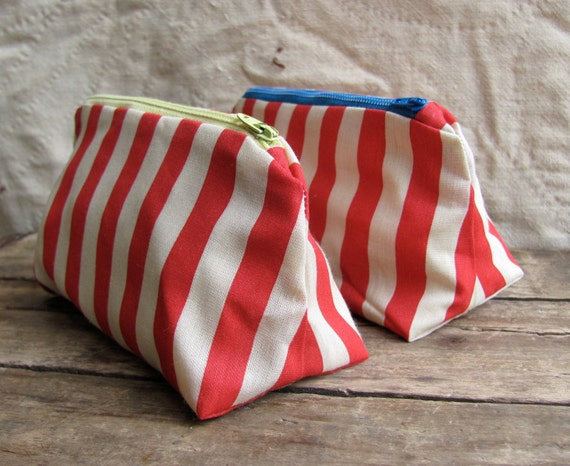 "zip pouch made of vintage ""carnival stripe"" fabric // red and white striped (YELLOW ZIPPER)"