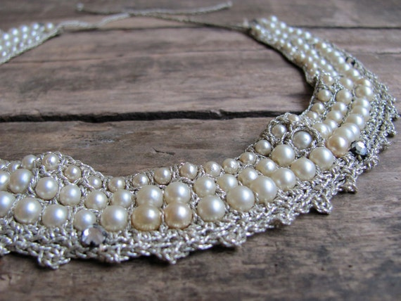 SALE // vintage 1950s crocheted metallic silver thread collar with pearls and rhinestones