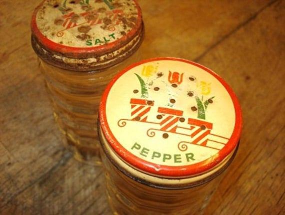 Vintage Clear Glass Salt Pepper Shakers    j