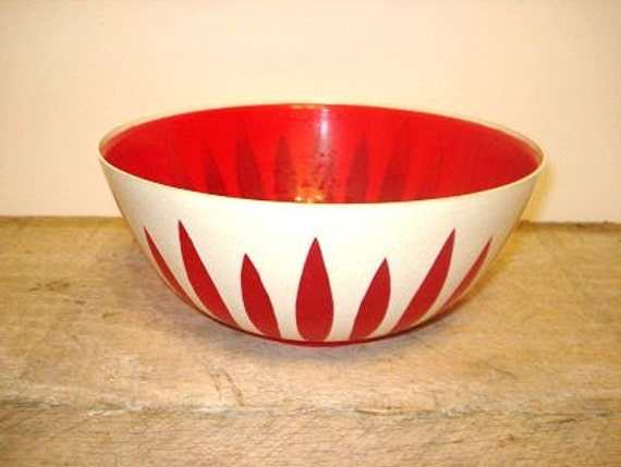 Vintage Regaline Plastic Bowl Red and White      j