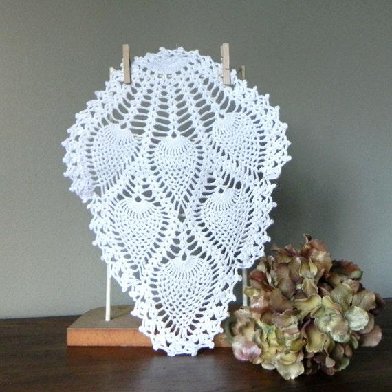 SALE Vintage lace doilies - handmade white crochet - six