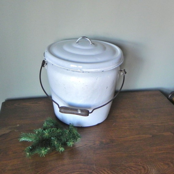 White Enamel Pail Bucket With Lid And Wooden Handle Trash