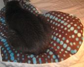 Modern Dot Design Heart Cat Bed