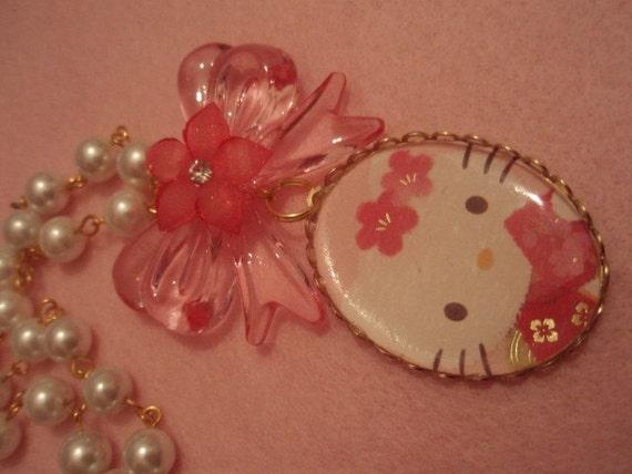 Hello Kitty Sakura Geisha Oval Cameo Pendant Pink Bow Glass Pearl Necklace