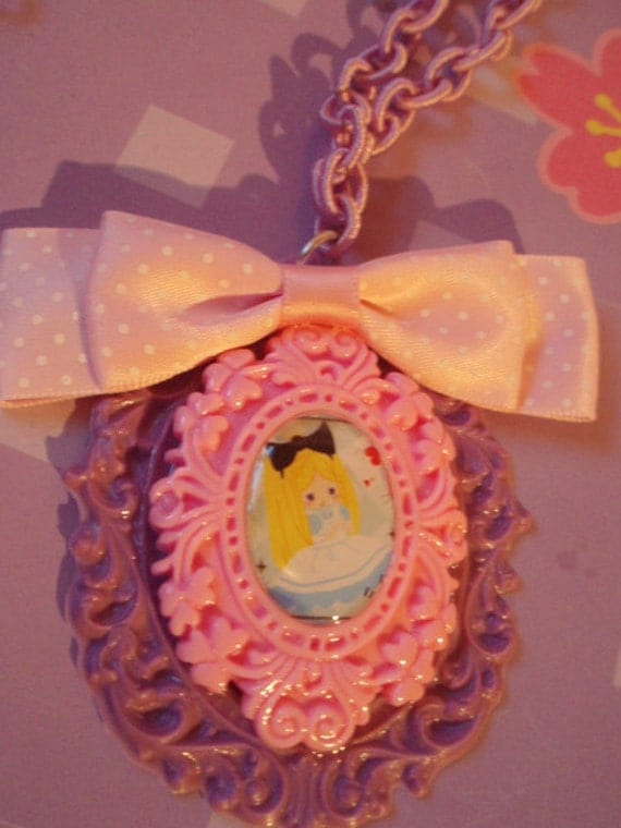 Alice In Wonderland Cameo Pink And Purple Decorative Setting Bow Necklace