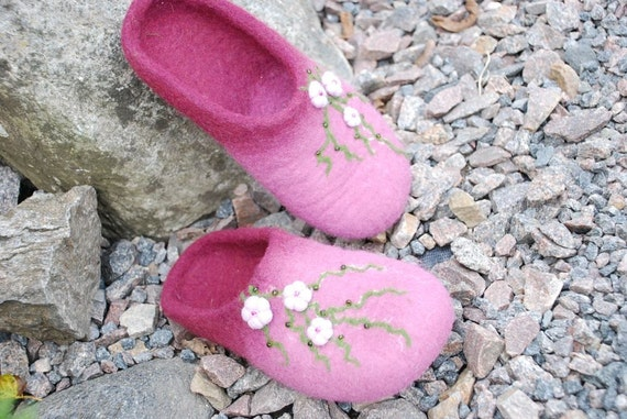 Ready to ship- 37Eu, 7.US- Cherry blossom- handfelted purple slippers/ home shoes
