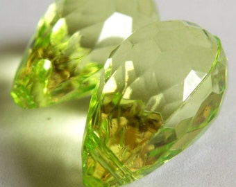 Wic Green Briolettes faceted acrylic teardrops 25x15
