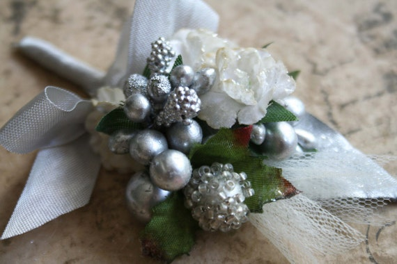 sparkling silver and cream ribbon wrapped  wedding stamen posy