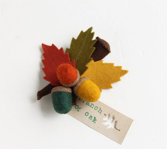 Brooch Branch with acorns - Oak branch