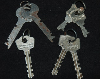 Assorted Old Vintage Keys for Steampunk Altered Art Industrial Assemblage