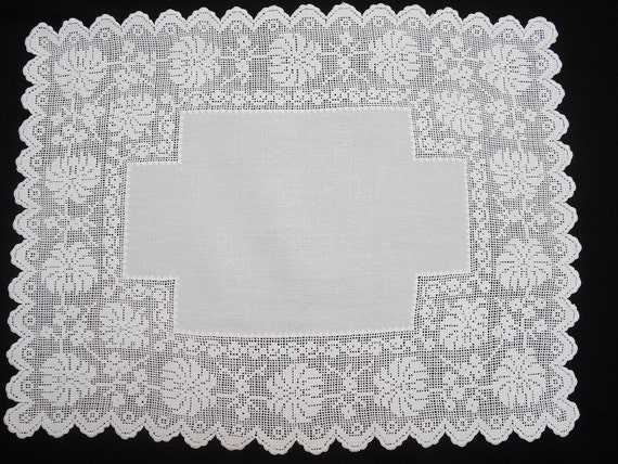Vintage White Linen and Lace Centerpiece Tray Cloth MINT