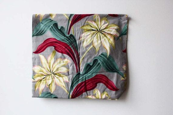 Barkcloth Graphic Flower Fabric Bolt. 7 ft x 3 ft