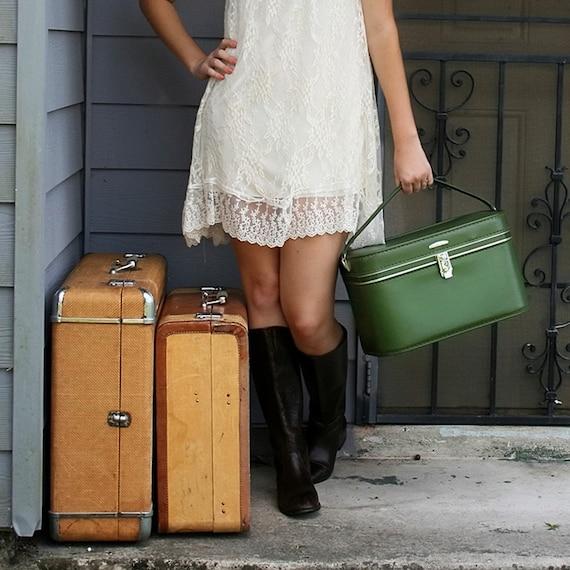 VINTAGE Moss Olive Green TRAIN CASE Luggage Amelia Earhart