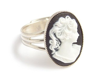 Victorian cameo ring Classic Black and white Cameo - gothic elegance