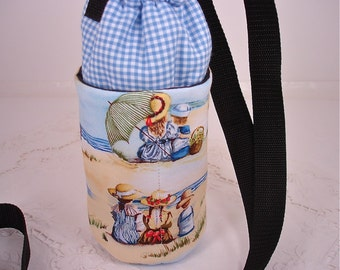 Children at the Beach Insulated Water Bottle, Soft Drink or Cup Carrier, Small