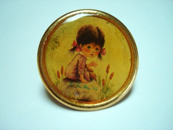 Vintage 1972 Fran Mar Moppets  Round Pin Girl