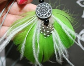 FEATHER ACCESSORIES - Bohemian Feather Necklace - 80s Green