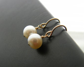 Classic Pearl earrings for Bridal party-Fresh water pearls, winter weddings, bridesmaid jewelry gifts, classic elegance