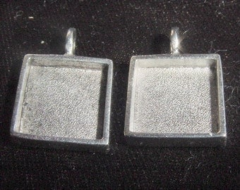 4 Square Pendant Trays Silver Plated Pewter  5/8 Inch (16mm) (No, ND131)