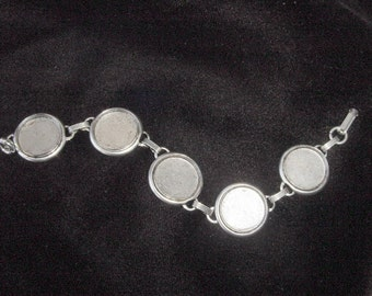 Round Circle Bracelet Tray Antiqued Silver Plated 7-3/4 Inch (20cm) (No. ND117)