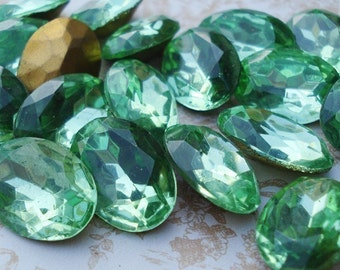 Vintage 18x13mm Czech Green Peridot Gold Foiled Pointed Back Oval Faceted Glass Jewels 18x13mm (2 pieces)