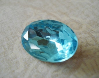 Vintage 18x13mm Aquamarine Gold Foiled Pointed Back Faceted Oval Glass Jewels (2 pieces)