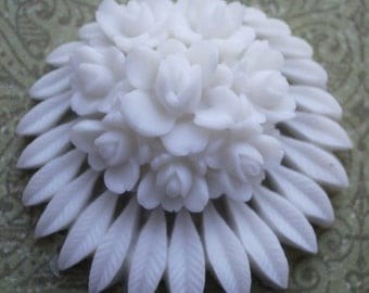 Authentic Vintage 30mm Flat Back RARE White Flower Cab with Leaves (not repro) 1 piece